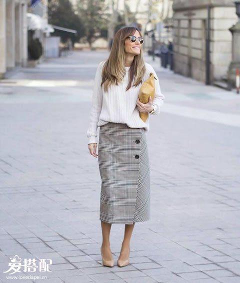 白色毛衣+半裙